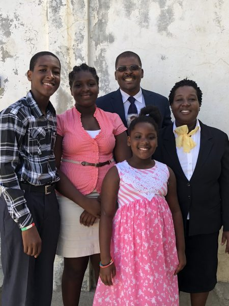 picture of Pastor Andy and family